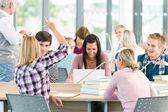 Grupa studentów w klasie — Zdjęcie stockowe