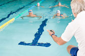 Pool coach - swimmer training competition — Stock Photo