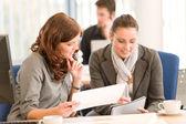 Pracovní setkání - skupina v úřadu — Stock fotografie