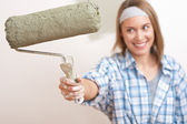 Home improvement: Young woman with paint roller — Stockfoto