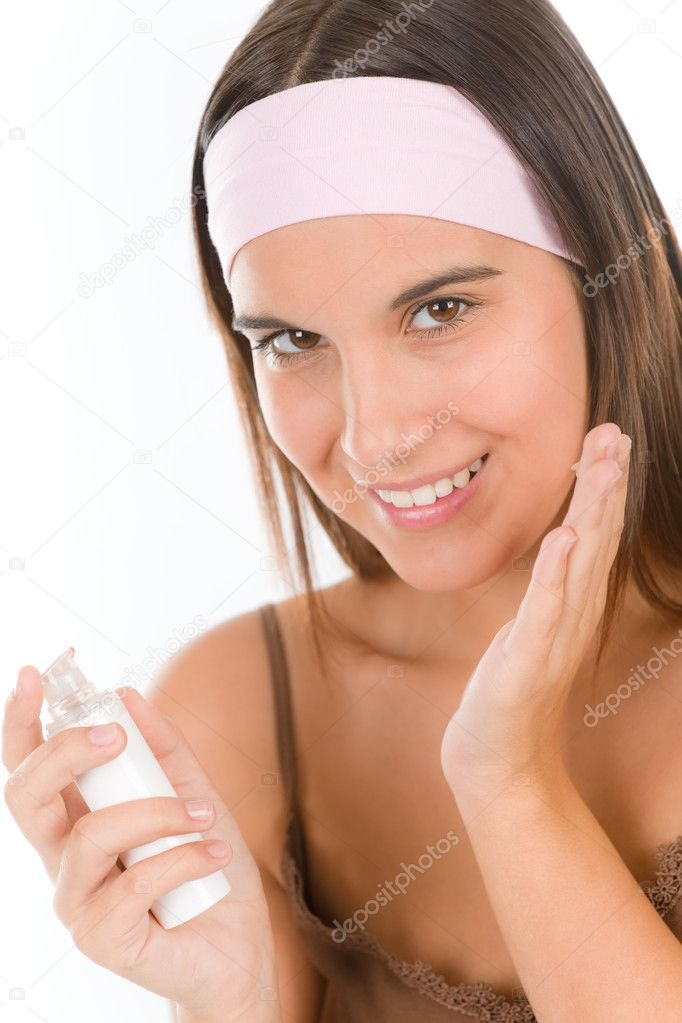 Make-up skin care - woman apply foundation on white background — Stock Photo #4694617