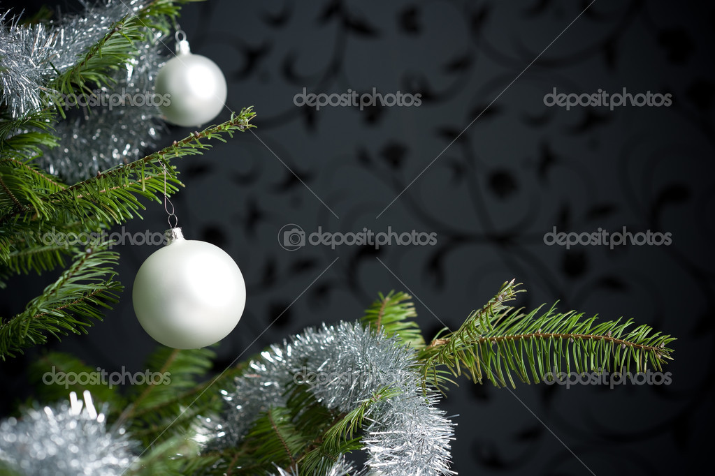Silver decorated Christmas fir tree with balls and chains, black wallpaper in background — Stok fotoğraf #4696173