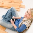 Home improvement - handywoman coffee break — Stock Photo