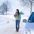 Winter car breakdown - woman call for help — Stock fotografie