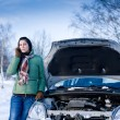 Winter car breakdown - woman call for help — 图库照片