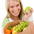 Healthy lifestyle - cheerful woman with fruit shopping bag — Stock Photo #5010876