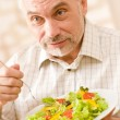 Senior mature man eat vegetable salad — Stock Photo