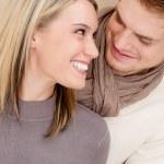 coppia in amore - felice rilassarsi a casa insieme — Foto Stock