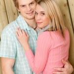 coppia in amore - felice godersi l'estate — Foto Stock