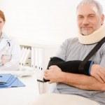Senior patient broken arm in doctor office — Stock Photo