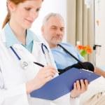 Hospital - doctor examine patient broken arm — Stock Photo