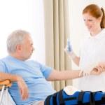 Hospital - female nurse syringe patient broken leg — Stock Photo #5498757