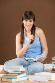Domácí studium - žena teenager číst knihu — Stock fotografie