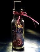 Essiccati di rosa gialla in bottiglia — Foto Stock