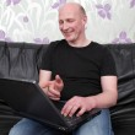 Man laptop sofa happy — Stock Photo #4508832