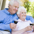 Senior couple relaxing with glass of wine — Stock Photo