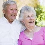 pareja Senior riendo juntos — Foto de Stock