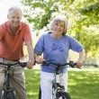 Senior couple on cycle ride — Stock fotografie