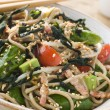 green tea and soba noodle salad with wakame seaweed — Stock Photo