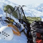 Mountain climbing equipment in snow — Stock Photo