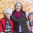Foto Stock: Grandmother and grandchildren on walk