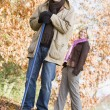 Foto Stock: Couple clearing autumn leaves