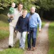 caminando con el hijo y nieto de abuelo — Foto de Stock