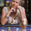 Woman losing at roulette table - Stockfoto