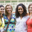 Foto Stock: Female college friends on campus