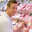 Man buying fresh meat — Stockfoto