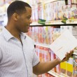 Man shopping in supermarket — Stock Photo
