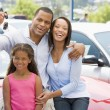 Foto Stock: Family collecting new car