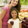 Mother and daughter shopping for fresh produce — Stock Photo