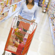 Young woman grocery shopping — Lizenzfreies Foto