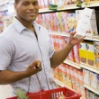 Young man grocery shopping — Foto de Stock
