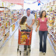 Family grocery shoppping — Stock Photo