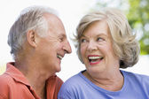 Senior couple relaxing outside — Stock Photo