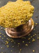 Dish of Yellow Mustard Seeds — Стоковое фото