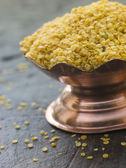 Dish of Yellow Mustard Seeds — Stock Photo