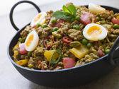 Karahi Dish with Punjabi Keema Mattar and Quail Eggs — Stock Photo