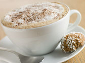 Cup of Cappucino with an Amaretti Biscuit — Stock Photo