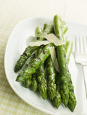 Chargrilled Asparagus Spears with Parmesan Cheese Shaves — Stock Photo