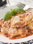 Veal and Sage Ravioli with Tomato and Basil Sauce with Grated Pa — Stock Photo