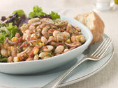 Tuscan Bean Salad with Dressed Leaves and Crusty Bread — Stock Photo