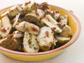 Marinated Baby Artichoke Salad with Sun Dried Tomatoes — Stock Photo