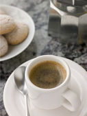 Cup of Espresso Coffee with Amaretti Biscuit — 图库照片