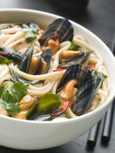 Mussels and Udon Noodles in Chili Soy Broth — Stock Photo