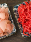 Dishes of Red Pickled Ginger and Sushi Ginger — Stock Photo