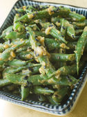 Miso Green Beans with Peanut Sauce — Stock Photo