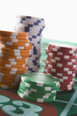 Stapel chips am roulette-tisch — Stockfoto